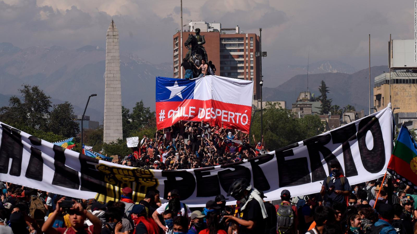 191022184222-cnndinero-chile-crisis-102219-dinero-only-full-169